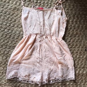 Signature8 Pants & Jumpsuits - NWOT Peach silky lace Romper with pockets